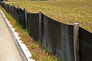 Stilt fencing barrier at a construction site