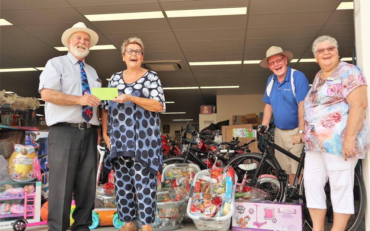 Canada Bay brings Christmas cheer to country cousins in Parkes Shire